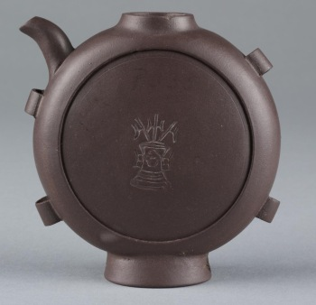 http://collections.vam.ac.uk/item/O182352/teapot-unknown/ website accessed 21/10/17